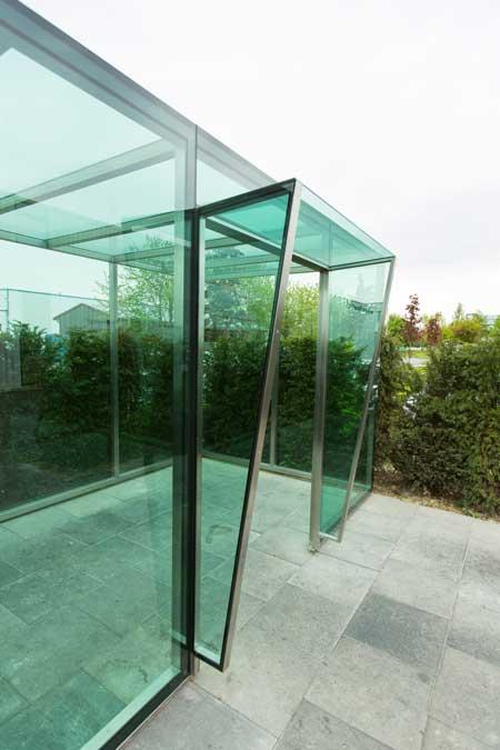 Glashaus, Aufenthaltshaus für Mitarbeiter aus Edelstahl und Grünglas